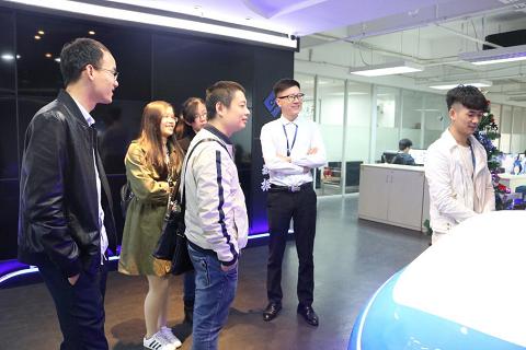 广西外国语学院领导莅临摩鑫科技参观座谈
