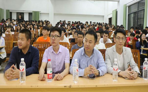 """广西科技师范学院机械与电气工程学院举办""""中国互联网+大学生创新创业大赛""""指导讲座"""