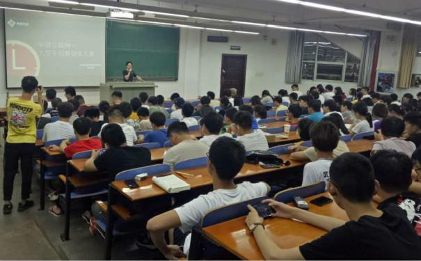 """武汉纺织大学成功举办""""互联网+创新创意""""大赛讲座"""