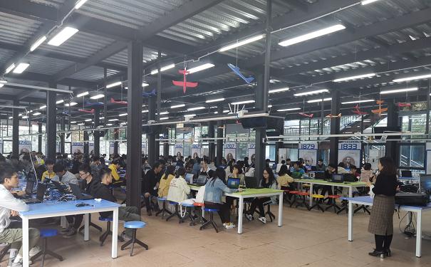广州工商学院网络工程专业学生前来粤嵌校外实训基地参加项目实训