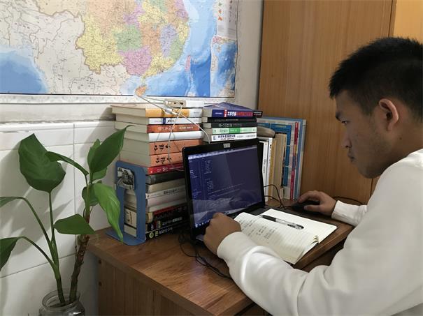 广州工商粤嵌卓越班学生假期实录:宅家抗疫,坚定学习不放松