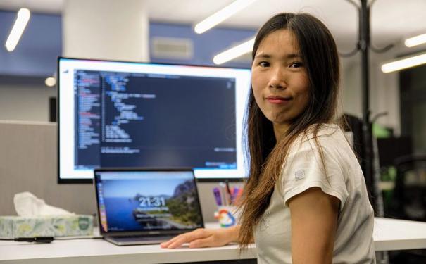 从流水线女工到谷歌年薪500多万的高级工程师,她凭什么改变命运!