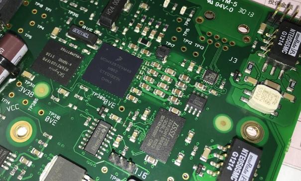 如何解决嵌入式开发中的PCB设计问题?